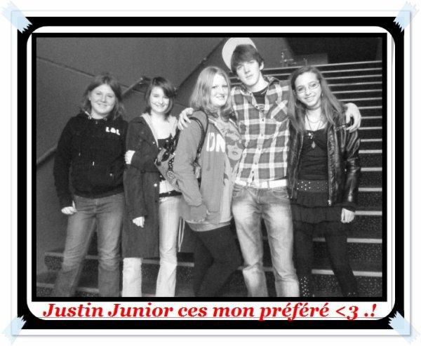 Justin Junior & Ses fans .