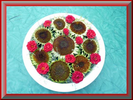 tournesols et roses rouges
