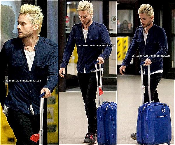 08/01/11 : Jared Leto a été aperçu dans un aéroport, il est de retour à Los Angeles !