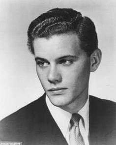 Larry hagman alias JR jeune