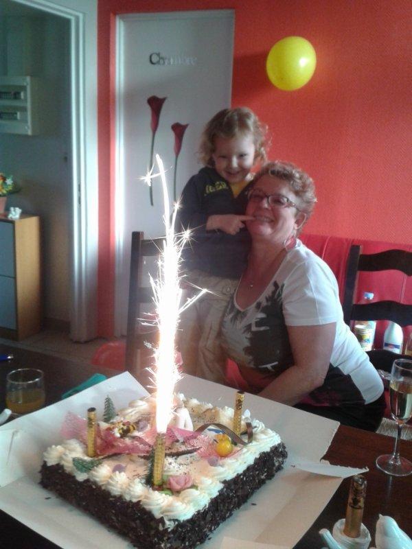 Mon tiot le Samedi 01 Mars 2014 pour ses 4 ans à Sains en Gohelle chez son père et avec mamie Nicole dans ses bras.