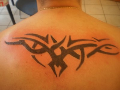 tattoo tribal haut de dos
