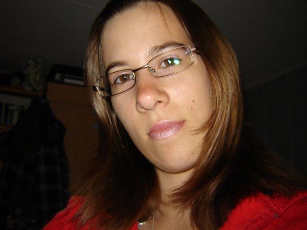 Moi avant de couper mes cheveux et avant d'être blonde