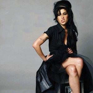 Ladygagadu27 rend Un Gand  Hommage a  Amy Winehouse ......