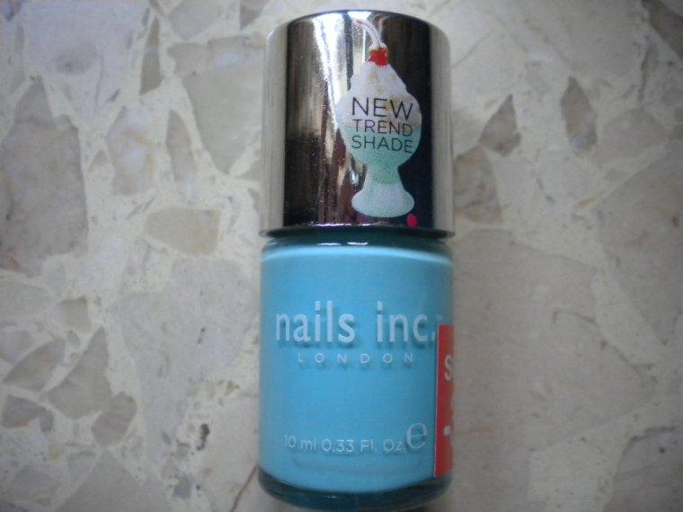 Nail art | triangle à la base de l'ongle ♥