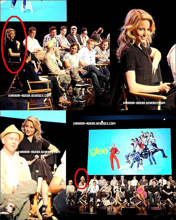 """Dianna accompagner de tout le Cast de Glee était a la Projection Academy de Glee et """" Q & A """" le 4 mai 2011  Sa fait plaisir de la voir souriante, bon on ne voie pas trop sa tenue , mais la robe me semble très jolie . Vos avis ?"""