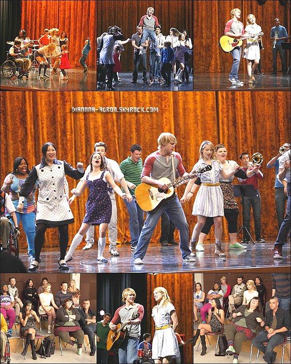 Nouvelles photos de promo de la série Glee saison 2 . J'aime beaucoup , cette saison s'annonce d'être génial ! Vous aimez ? Vos avis ?