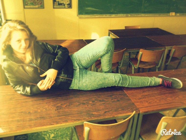 Moi allongé tranquille sur le banc hihi