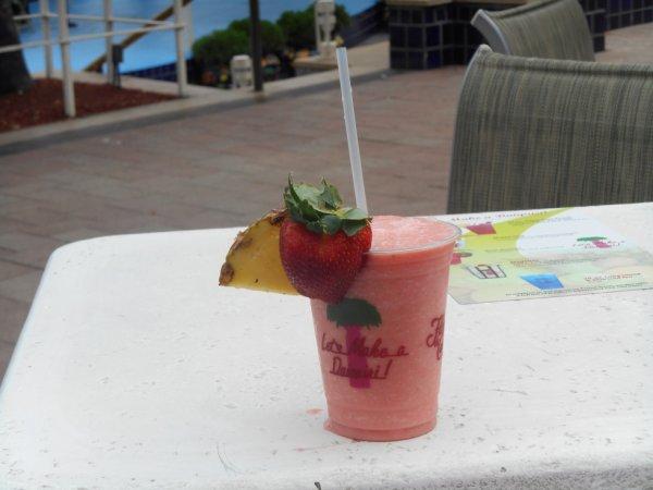 Cocktail rafraîchissant près de la mer Hummm sa fait du bien !!!