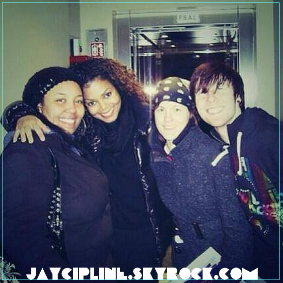 JANET WITH FANS