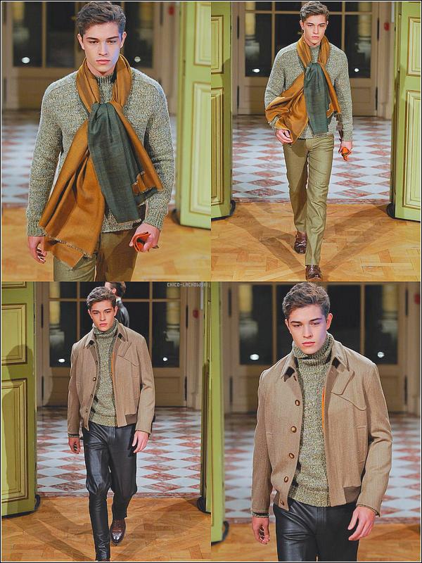 . Arnys Fashion Show In Paris W 2012/2013: ( Spécialement je trouve que la tenue est juste très belle, classe, ) .
