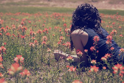 Qu'y a-t-il de plus beau dans une relation? Le plaisir de l'anticiper dans l'attente. Le bonheur de la vivre au présent. L'émerveillement de son souvenir. Une immense nostalgie de n'avoir pas su la vivre à pleine vie. Je croyais qu'il suffisait de t'aimer...