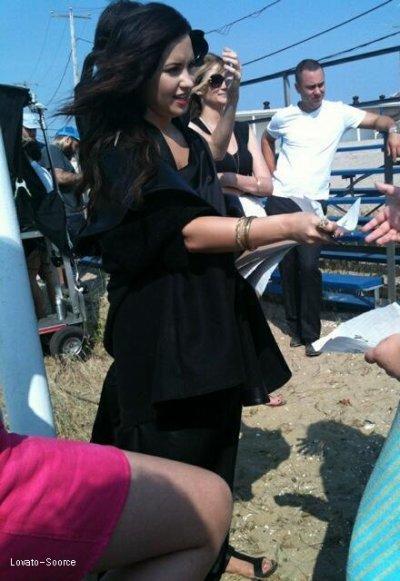 11/06/11Changement De Tete ! :) ;   Demi c'est refais une couleurs noir à ses cheveux, apparemment c'est pour une séance de photo à New York T'en pence quoi ?