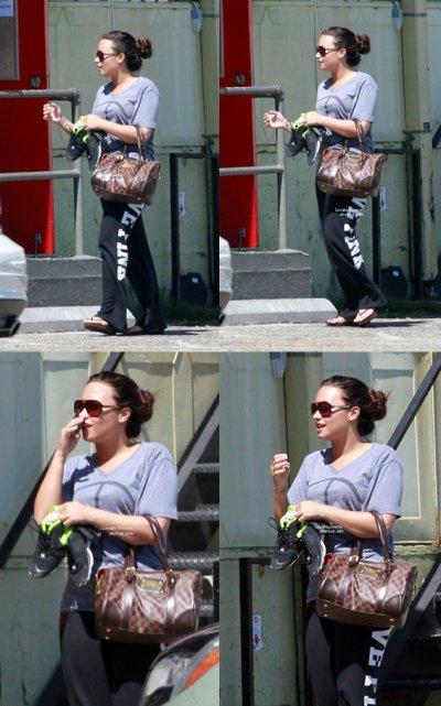25/06/11Demi a était aperçu samedi se rendant a la gym !Je vous propose de découvrir les derniers clichés de Demi Lovato à sa séance de sport, elle respire la fraîcheur, non ?