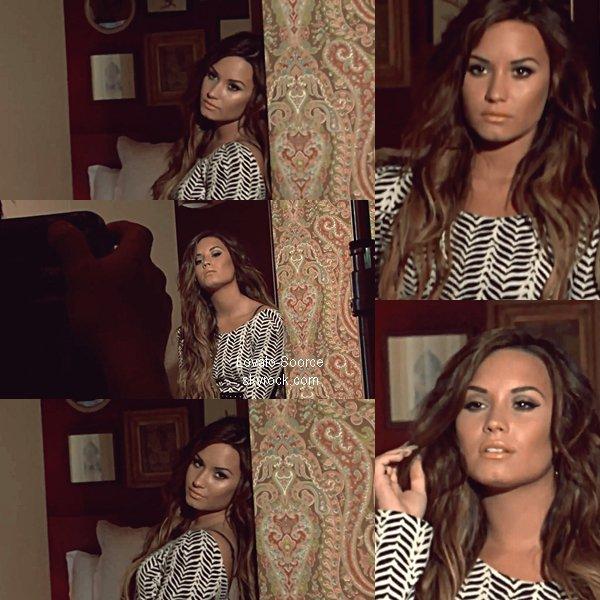 "8/11/11 : Demi Lovato pour ""Latina"" Magazine Voici les capture"