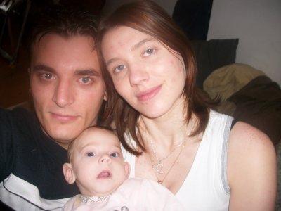 "Stacy, Maman & Papa.  ""Love"" (6 mois aujourd'hui)"