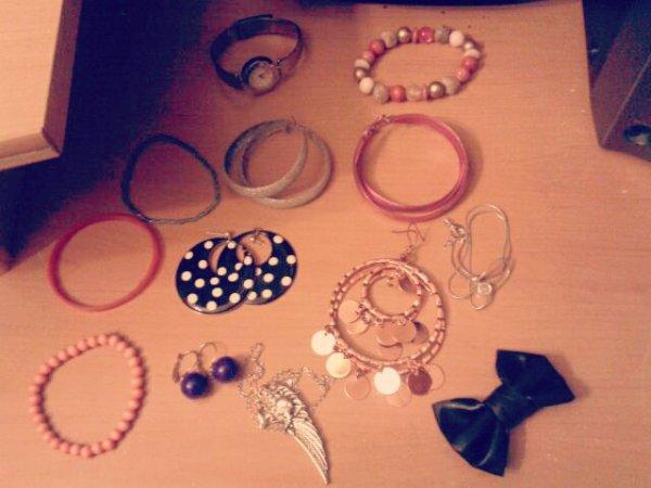 Divers bijoux.