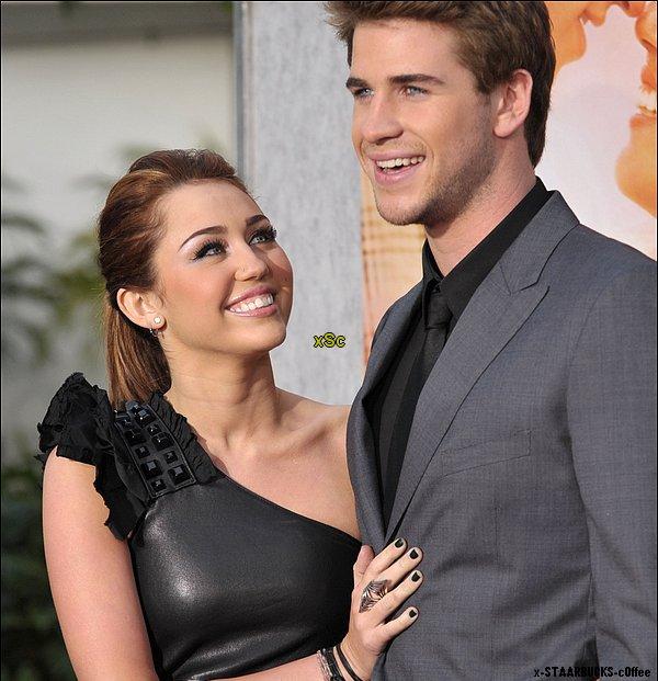 """x-STAARBUCKS-c0ffee  Candids: Miley & Liam la Rupture  Miley & Liam la rupture qui fait mal.Le couple connus sous le noms de """"Liley"""" ou bien """"Miam""""se séparerais ? Après 1 ans en relation le couple décide de terminer leur histoire .Liam aurait affirmer la fin au magazine people . Mais est-ce vraiment la fin ? Aucune nouvelle de notre couple ,Miley n'a donner aucune affirmation .Des rumeurs court comme quoi Liam aurait vu des photos de Miley embrassant un garçon.Pourtant quelque jour auparavant Miley embrasse Liam l'air amoureuse sur le tournage du film """"L.O.L"""".Ne nous emballons pas trop ,cela n'est qu'une rumeur ,c'est une affaire a suivre.J'espère que si la rupture est vrai,Miley le vie bien.Je crois que pour elle sa va être difficile je ne l'a connait pas personnellement mais il avait l'air très proche,je suis de tout c½ur avec Miley ♥ x-STAARBUCKS-c0ffee"""