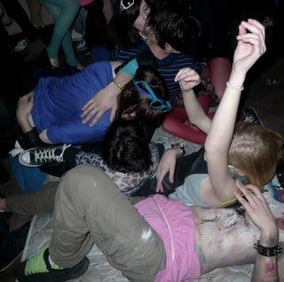 Les nouvelles tendances des adolescents - SKINS PARTY