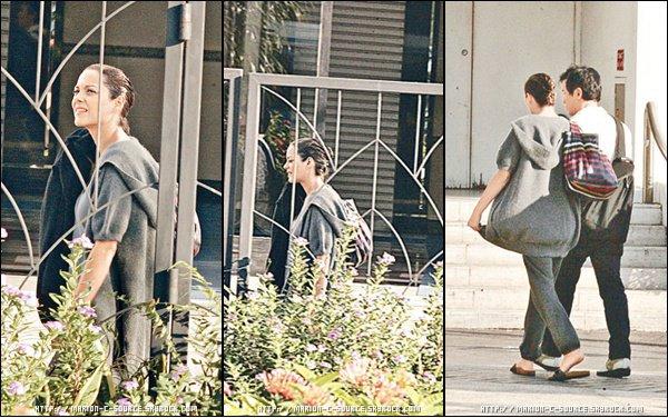 _ TOURNAGE ~ 29/09/10 ~ Marion Cotillard était à Hong Kong la semaine dernière pour tourner des scènes de son futur film Contagion, le film de Steven Soderbergh dans lequel elle partage l'affiche avec Kate Winslet, Matt Damon et Jud Law. _