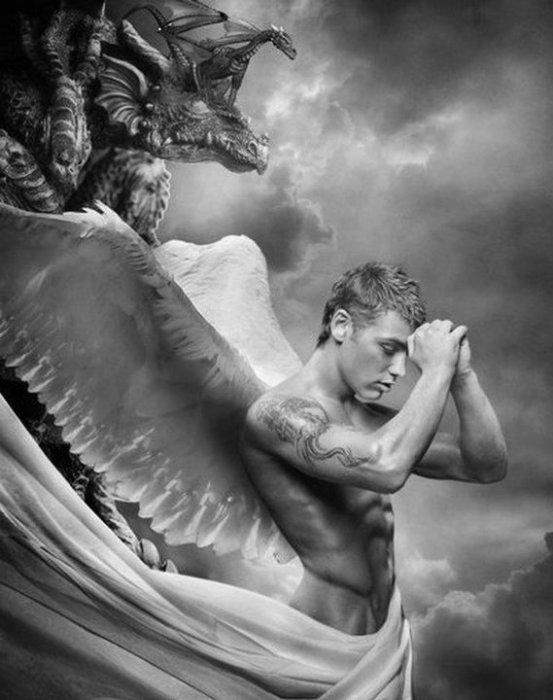 Ἄνδρα μοι ἔννεπε, Μοῦσα, πολύτροπον, ὃς μάλα πολλὰ     πλάγχθη, ἐπεὶ Τροΐης ἱερὸν πτολίεθρον ἔπερσε·     πολλῶν δ' ἀνθρώπων ἴδεν ἄστεα καὶ νόον ἔγνω,     πολλὰ δ' ὅ γ' ἐν πόντῳ πάθεν ἄλγεα ὃν κατὰ θυμόν,     ἀρνύμενος ἥν τε ψυχὴν καὶ νόστον ἑταίρων. //==>     « Ô Muse, conte-moi l'aventure de l'Inventif :     celui qui pilla Troie, qui pendant des années erra,     voyant beaucoup de villes, découvrant beaucoup d'usages,     souffrant beaucoup d'angoisses dans son âme sur la mer     pour défendre sa vie et le retour de ses marins