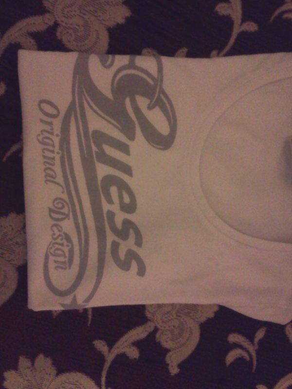T-shirt Guess, Parfait etat, Taille XS , Prix 17 euro, région NAMUR