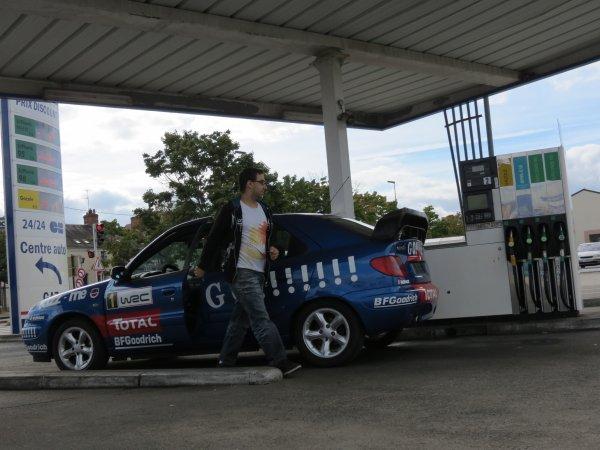 Un peu de carburant et le depart !!!!