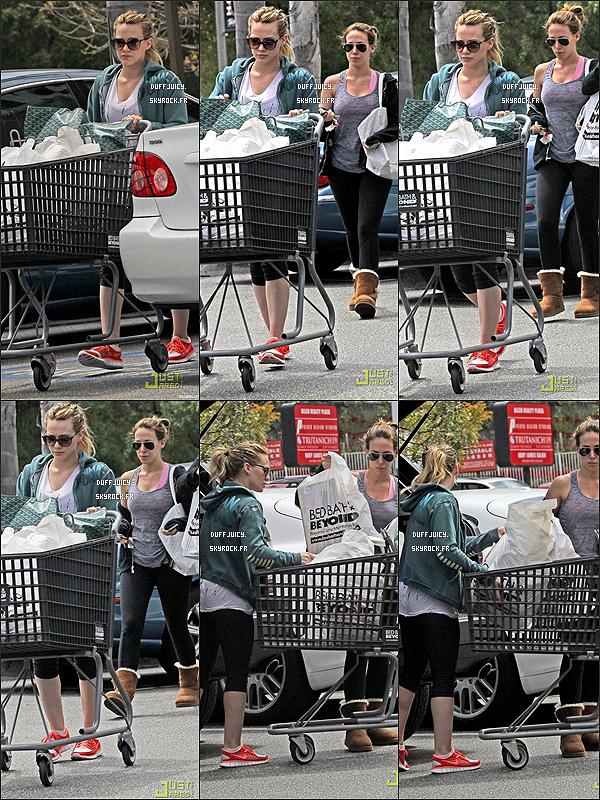 . 21 Avril 2011 : Hil' et Haylie ont été vues sortant d'un supermarché spécialisé dans la nourriture italienne, à L.A ! .
