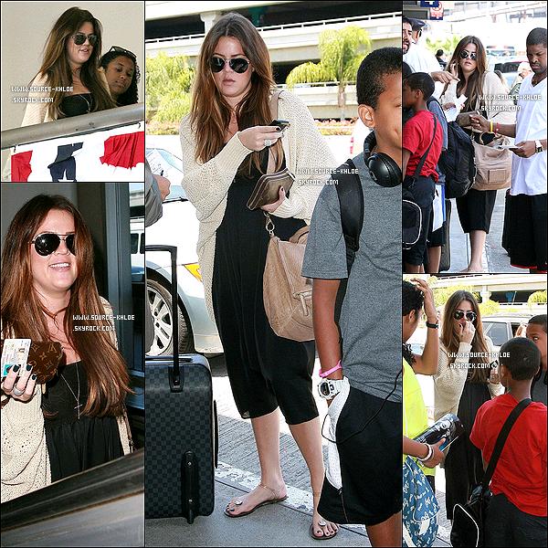 10 JUILLET 2011 : Khloe Kardashian  à été vu à l'aéroport de LAX de Los Angeles. Elle était accompagné des enfants de Son marie Lamar .