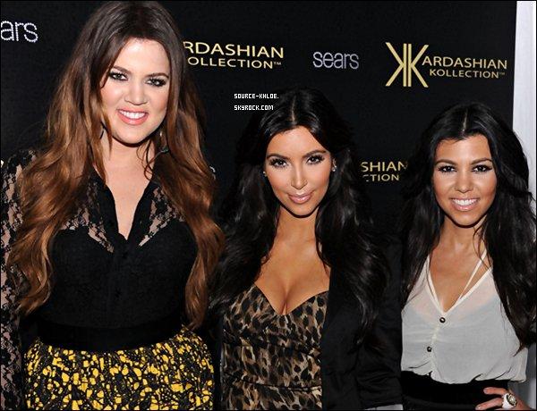 Mardi 6 Septembre 2011: Une grande Journée pour les soeurs Kardashian qui sont en pleine promotion à New-York pour leur ligne de vêtements Kardashian Kollection . Elles ont été aperçu sortant de leur hôtel, ont pris le temps de poser pour les paparazzis qui étaient présent avant de se diriger vers Manhattan .