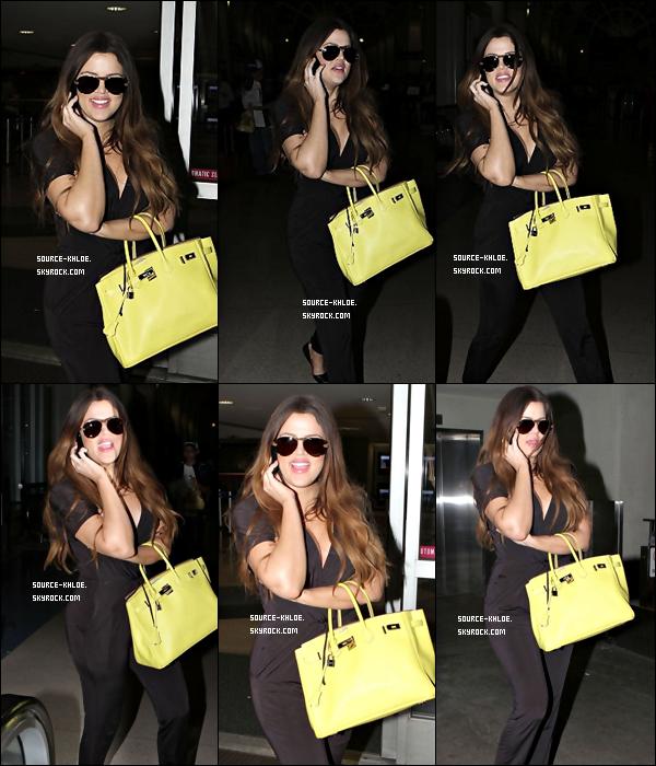 Mercredi 7 Septembre 2011: La journée promotion c'est fini pour Khloe, elle à été aperçu à l'aéroport de LAX.
