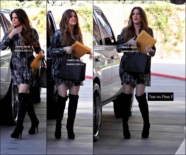 Samedi 29 Octobre : Khloe Kardashian et sa soeur Kendall ont rendu visite aux enfants du Children's Hospital à Los Angeles