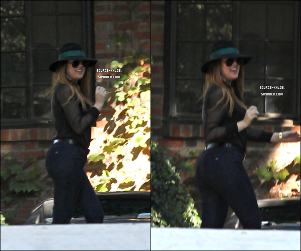 CANDIDS  Samedi 5 Novembre : Khloe kardashian rendait  visite à un ami a Beverly Hills