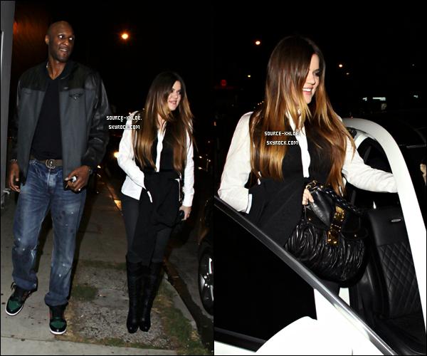 """Candids :   Lundi 21 Novembre :   Toute la famille Kardashian/Jenner était présente sur le plateau de """"Dancing With The Stars"""". Ils sont tous allés encourager Rob lors de la finale de l'émission."""