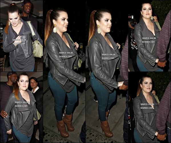 CANDIDS / SHOOT    Jeudi 1 Décembre : Khloe kardashian à été vu quittant sa séance de sport à Los Angeles.