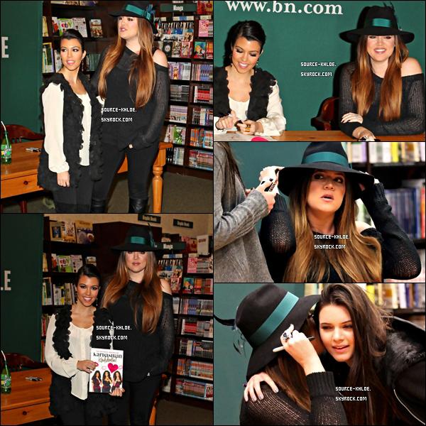 CANDIDS / SORTIE    Lundi 12 décembre : Khloe Kardashian et sa soeur Kourtney on dédicacée leur livre Kardasahian Konfidential la librairie Barnes & Noble a Calabasas Los Angeles. Elles on été rejoint par Kendall & Kylie.