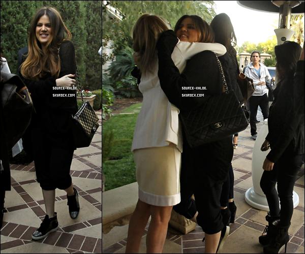 CANDIDS / EVENT    Jeudi 15 décembre : La famille Kardashian / Jenner on fait l'ouverture officielle de la boutique Kardashian Khaos. Qui à etait lieu l'Hôtel Mirage & Casino de Las Vegas.