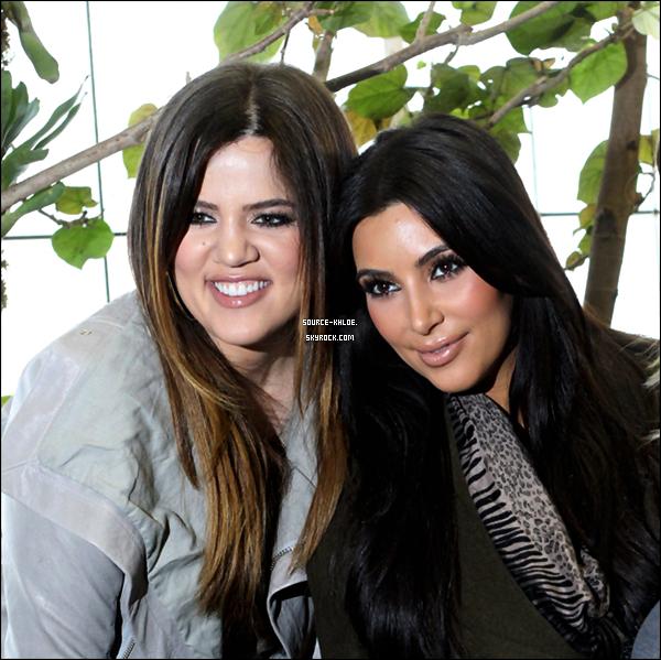 CANDIDS / SORTIE     04/01/2012 : Apres Avoir fait du shopping , Khloe & kim ont était vu à  l'aquarium de Dallas