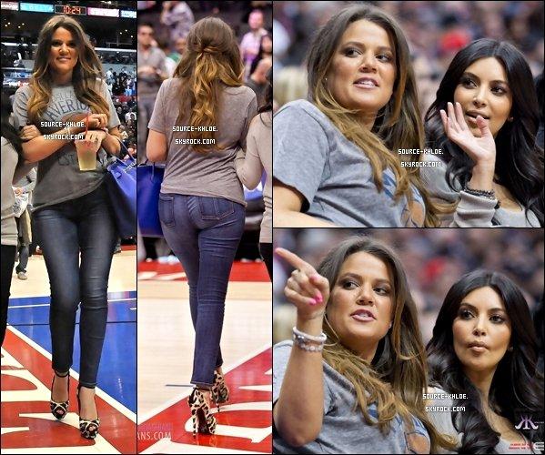 CANDIDS / SORTIE    18/01/12 : Khloé Kardashian,Kim,Rob et Kris Jenner ont encouragé Lamar