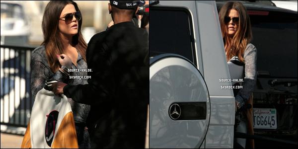 CANDIDS / SORTIE    20/01/12 : Khloé à été vu avec le père de Lamar. Ils filmaient une scène pour Khloé & Lamar