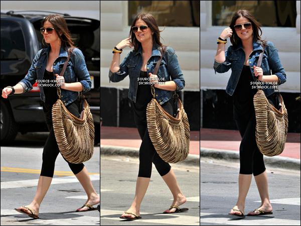 .    18/05/09 : Khloé kardashian c'est rendu à la boutique Dash . Top ou Flop ? .