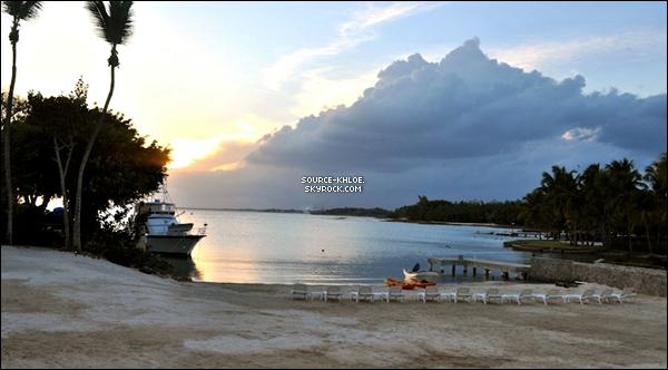 .    Site Officiel : Khloé à poster des photos lors de son voyage en République D avec sa famille.T'aime ou Pas ? .
