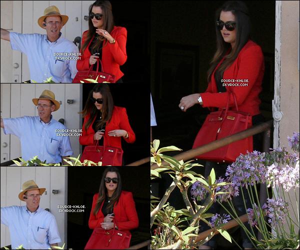 """.    * CANDIDS * _   25.06.12 : Khloe & Kim ont été aperçu se rendant dans """"ABC Caskets Factory"""" .   Elles étaient accompagnés de leur mère Kris Jenner & de leur beau-père Bruce à Los Angeles"""