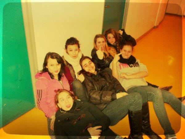 Moi & les filles de ma classe. ♥