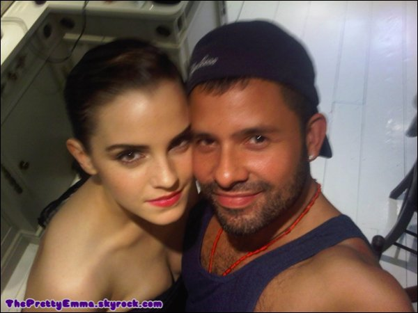 . Nouvelle photo d'Emma Watson et de Mariano Vivanco(son ami photographe) faite pendant son nouveau photoshoot ! .