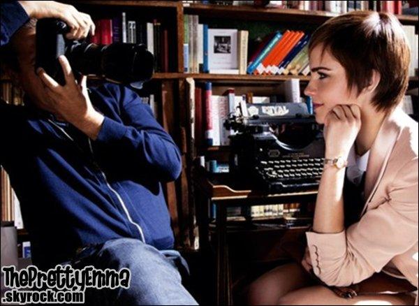 .Emma se faisant photographier par mario testino !  .