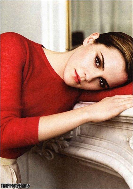 """.Emma fait la couverture du """"Sunday Time"""" on peut y voir un nouveau photoshoot !  ."""