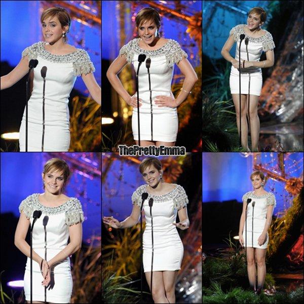.Emma au MTV movie awards ! Elle portait une robe Marchesa et des talons Brian Atwood ! Elle etait subime !  .