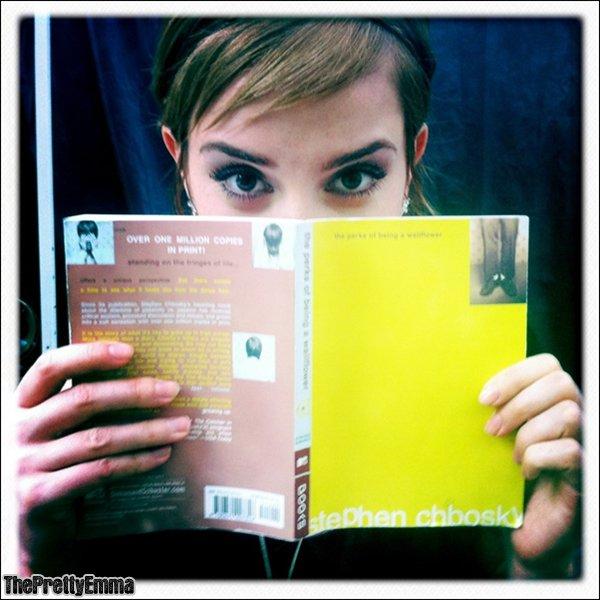 .Logan lerman a posté une nouvelle photo d'Emma sur twitter !  .