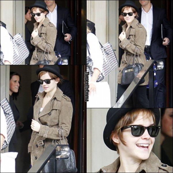 .08/08 : Emma sortant de son Hotel à Londres !   .
